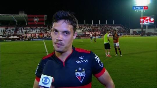 """Mike lamenta gol no fim, mas vê boa atuação do Atlético-GO contra o Bragantino: """"Grande partida"""""""