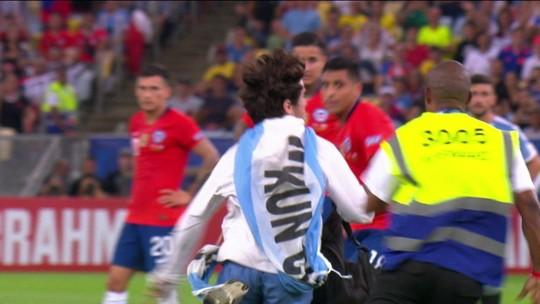 """Rueda defende Jara, que derrubou invasor de campo com pontapé: """"O torcedor precisa respeitar"""""""