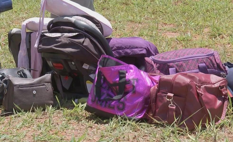 Três mulheres e duas crianças estavam no carro que bateu no caminhão em Bauru  — Foto: TV TEM / Reprodução
