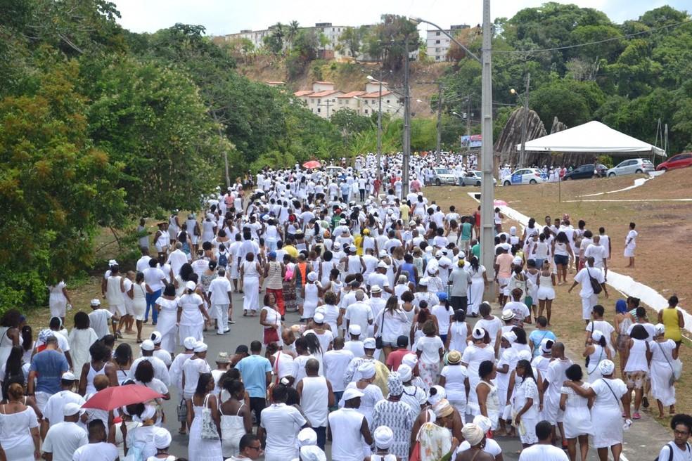 Várias pessoas participaram da caminha contra a intolerância religiosa. — Foto: Taís Vieira / Arquivo Pessoal