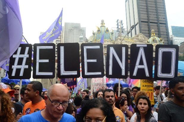 Ato contra Bolsonaro no Rio (Foto: Webert Belício/AgNews)