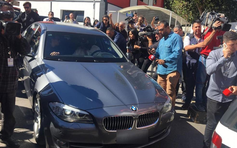Najila Trindade chega para prestar depoimento — Foto: Gabriela Gonçalves/G1
