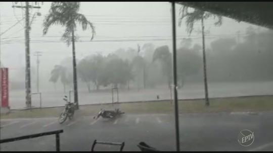 Chuva de granizo de 20 minutos alaga ruas, derruba árvores e destelha casa em Amparo
