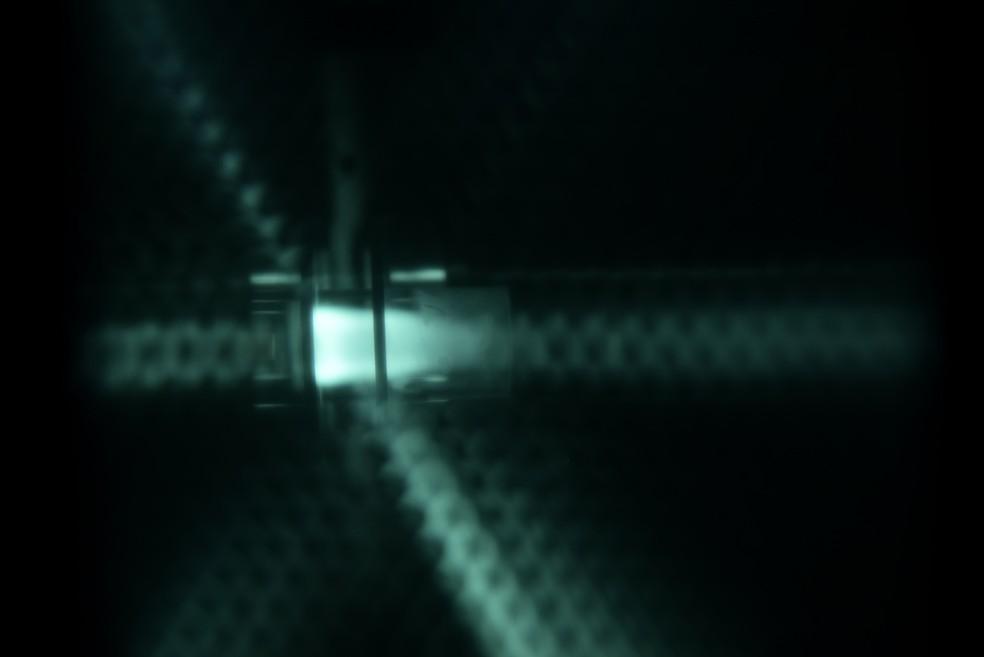 Amostra do leite materno é convertida em átomos e íons no estudo da Unicamp e faculdade da Espanha sobre nanopartículas de ferro (Foto: Antonio Scarpinetti/Ascom/Unicamp)