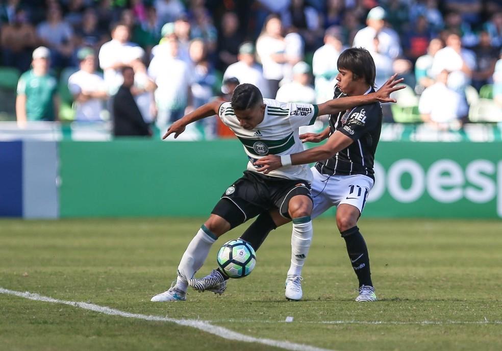 Coritiba quer vencer o Corinthians fora (Foto: Agência Estado)