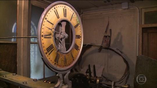 Relógio da Notre-Dame poderá ser reconstruído após descoberta 'milagrosa'