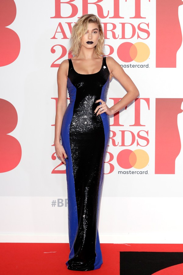 LONDON, ENGLAND - FEBRUARY 21:  *** EDITORIAL USE ONLY IN RELATION TO THE BRIT AWARDS 2018***  Hailey Baldwin attends The BRIT Awards 2018 held at The O2 Arena on February 21, 2018 in London, England.  (Photo by John Phillips/Getty Images) (Foto: Getty Images)