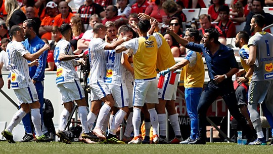 Veja os melhores momentos de Athletico 0 x 1 Avaí