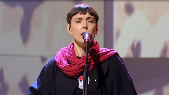 Ouça com exclusividade o funk de Adriana Calcanhotto