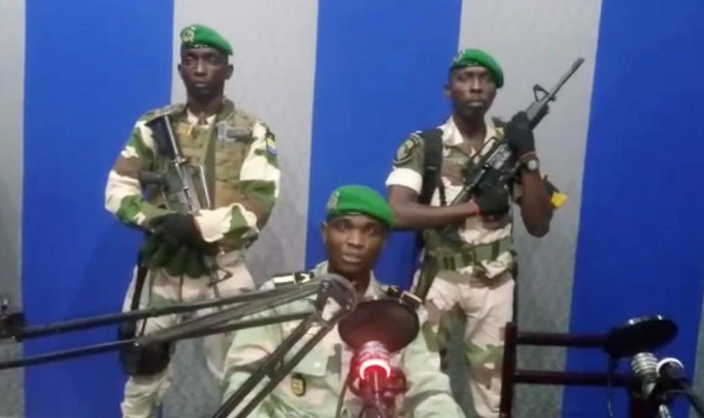 Militares anunciaram golpe de estado no Gabão nesta segunda-feira (7)  — Foto: Reuters