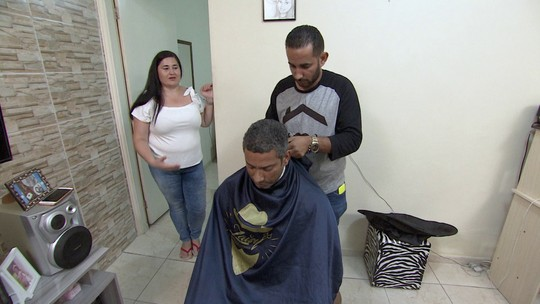 Barbearia em domicílio oferece comodidade aos clientes e alternativa de renda para profissionais