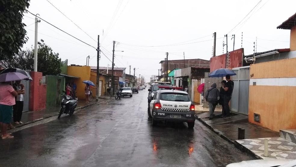 Crime aconteceu na rua Henrique Dias, no bairro Bom Pastor (Foto: Ediana Miralha/Inter TV Cabugi)