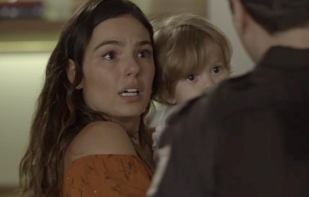 Rita se desespera (Foto: TV Globo)
