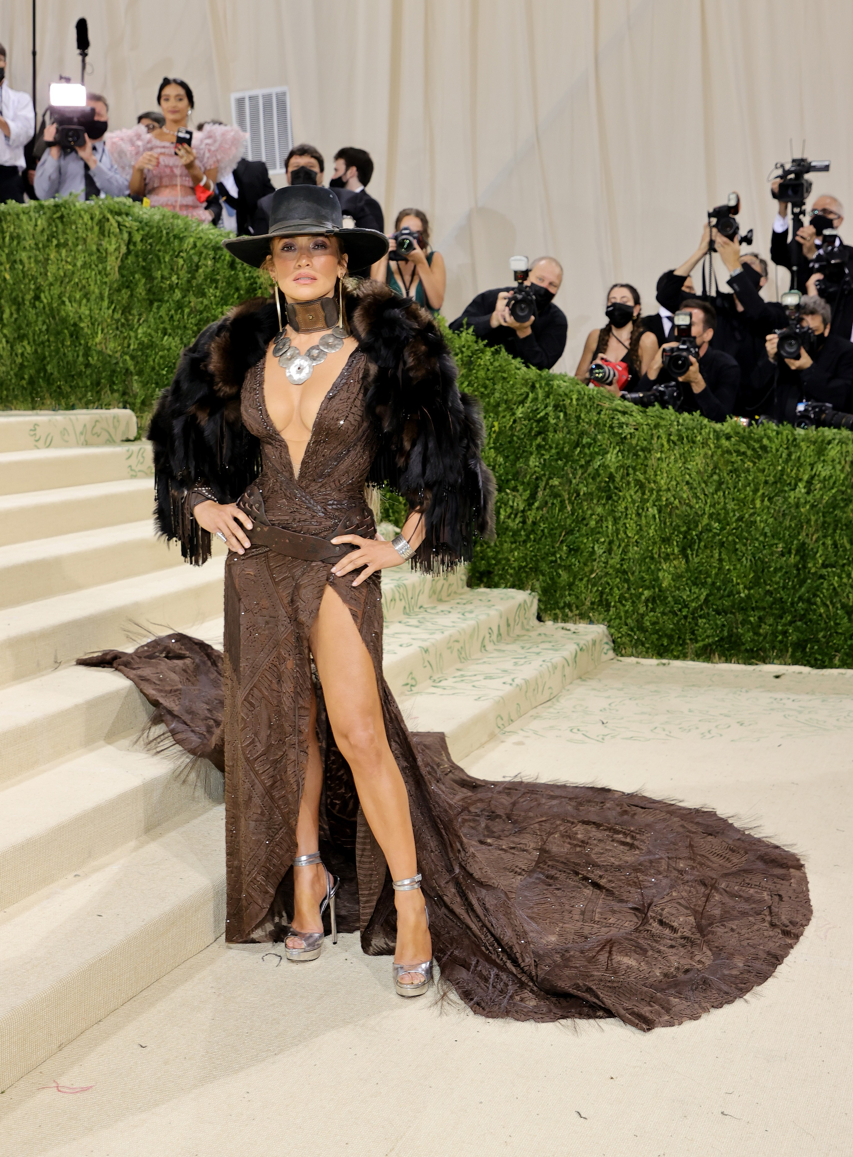 NEW YORK, NEW YORK - SEPTEMBER 13: Jennifer Lopez attends The 2021 Met Gala Celebrating In America: A Lexicon Of Fashion at Metropolitan Museum of Art on September 13, 2021 in New York City. (Photo by Mike Coppola/Getty Images) (Foto: Getty Images)
