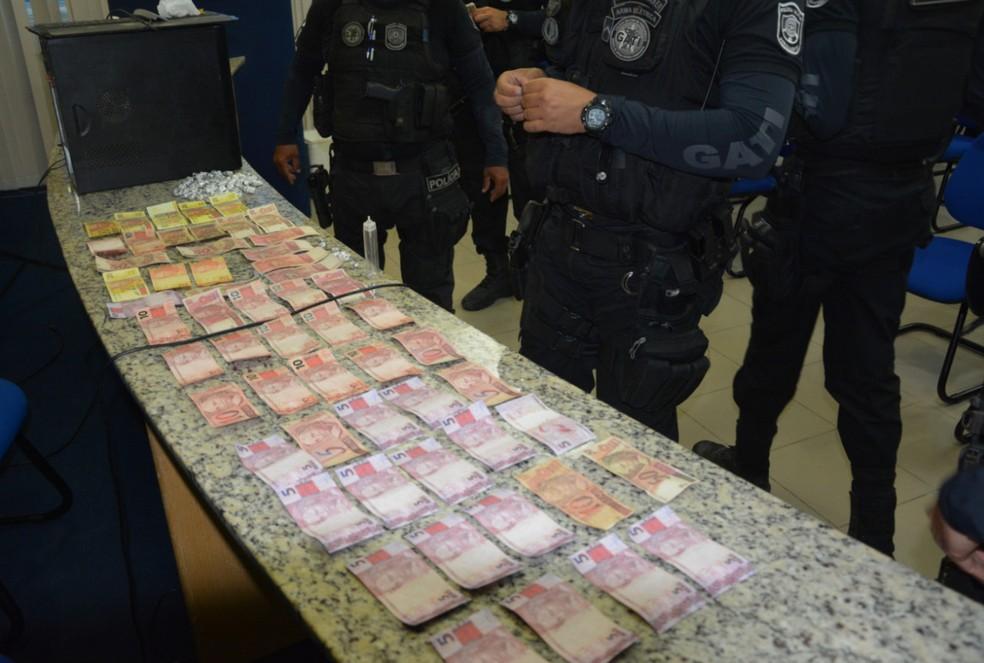 Notas falsas foram encontradas pela PM em uma residência localizada no bairro do Ibura, na Zona Sul do Recife (Foto: Polícia Federal/Divulgação)