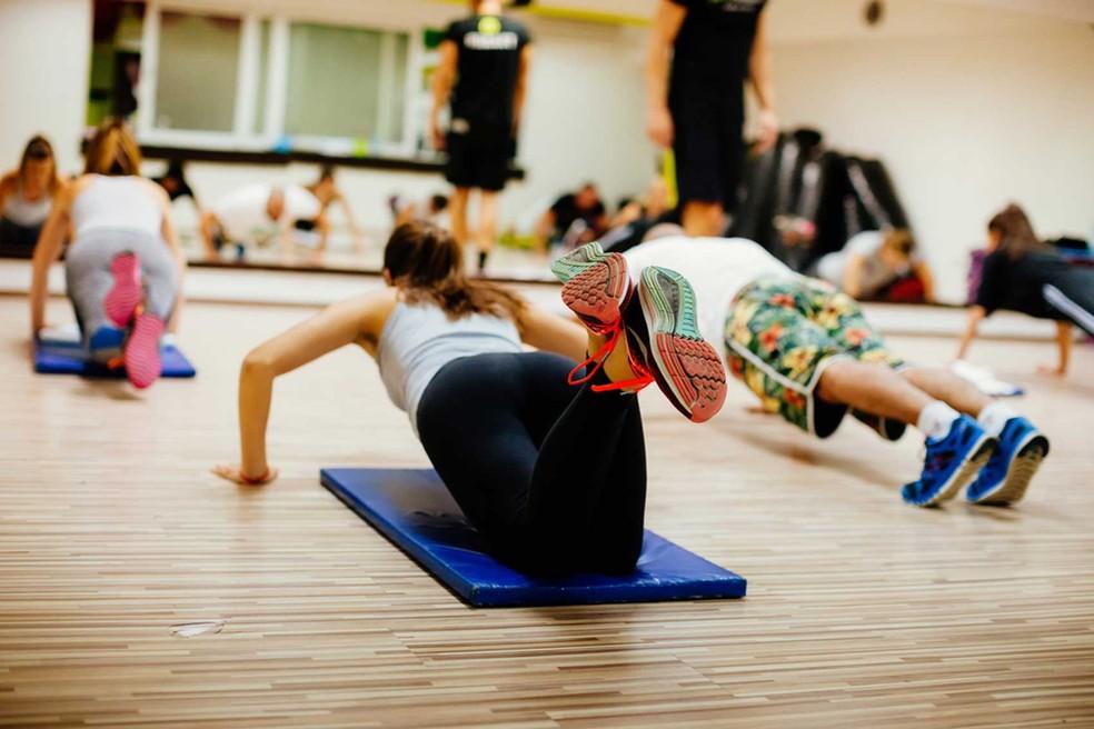 São treinos muito curtos, de até 20 minutos, com atividades muito intensas intervaladas por pequenos períodos de descanso — Foto: ShutterStock