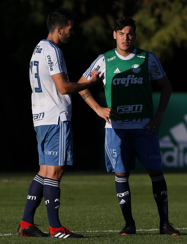 Luan e Gómez em treino na Academia — Foto: Cesar Greco / Ag. Palmeiras