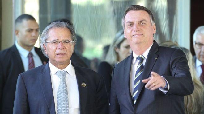 Paulo Guedes, durante a campanha presidencial, era chamado de 'Posto Ipiranga' por Jair Bolsonaro (Foto: FABIO RODRIGUES POZZEBOM/AGÊNCIA BRASIL, via BBC News Brasil)