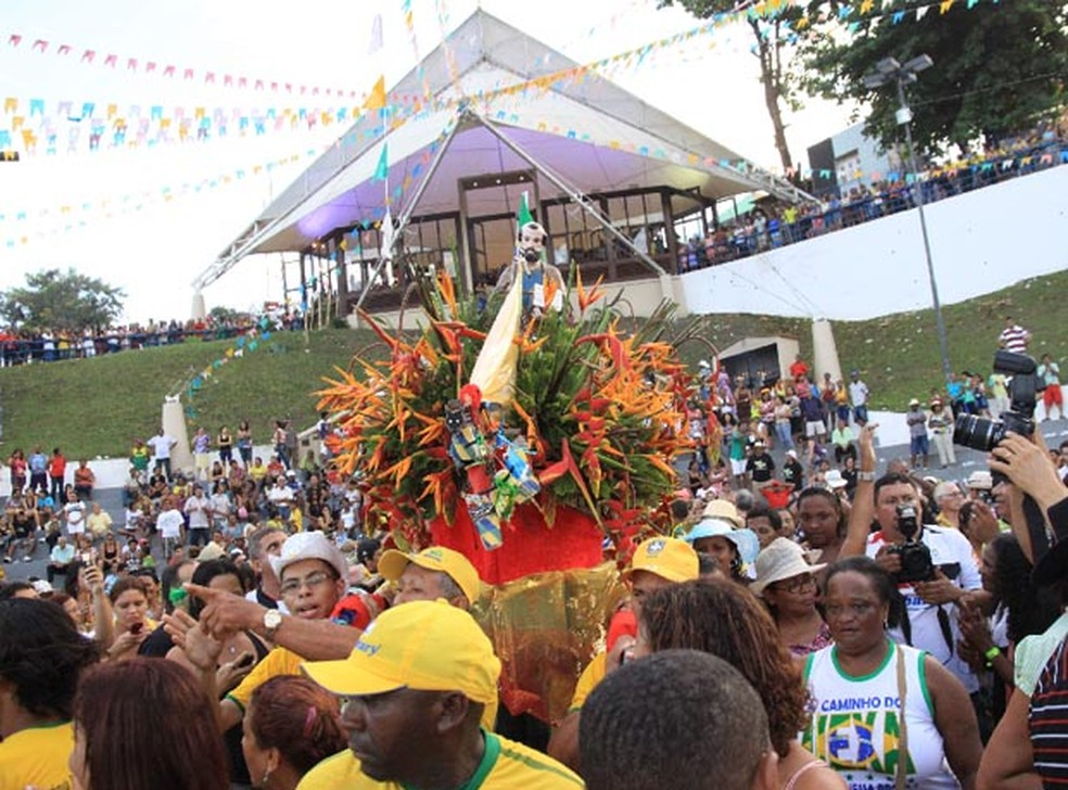 Largo de São Pedro reúne milhares de pessoas todos os anos nos dias 28 e 29 (Foto: Biné Morais/O Estado)