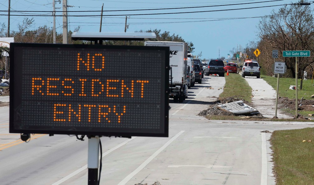 Placa proíbe a entrada de moradores a área de Islamorada, em Florida Keys, nesta terça (12) (Foto: Reuters/Carlos Barria)