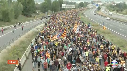 Manifestantes pró-Catalunha marcham pelas ruas da Espanha