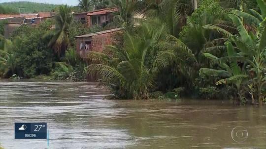 Chuva deixa famílias desalojadas e causa deslizamento de barreiras no Grande Recife e Mata Sul de PE