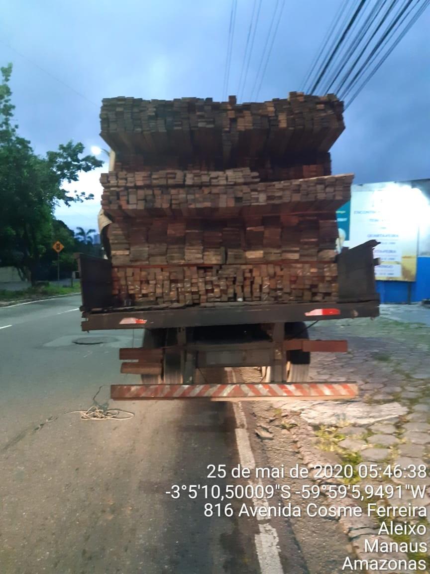 Pescado ilegal, carne de caça e madeira irregular são apreendidos em Manaus