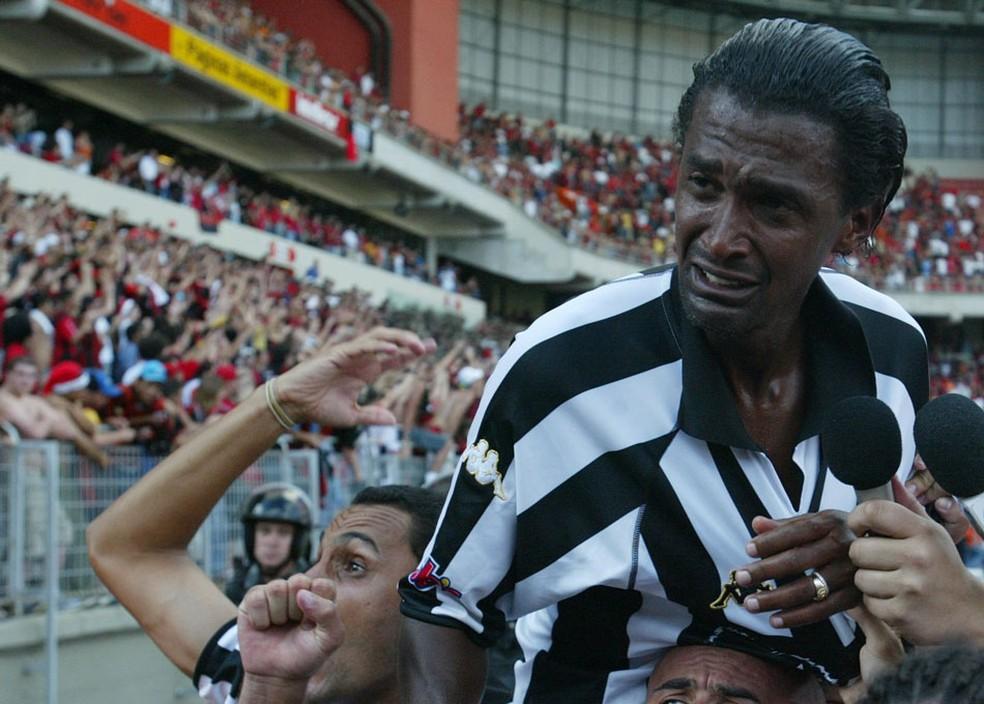 Valdo pelo Botafogo em 2004 — Foto: O Globo