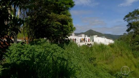 Corpo de jovem que morreu com febre amarela em Nova Friburgo, RJ, é enterrado