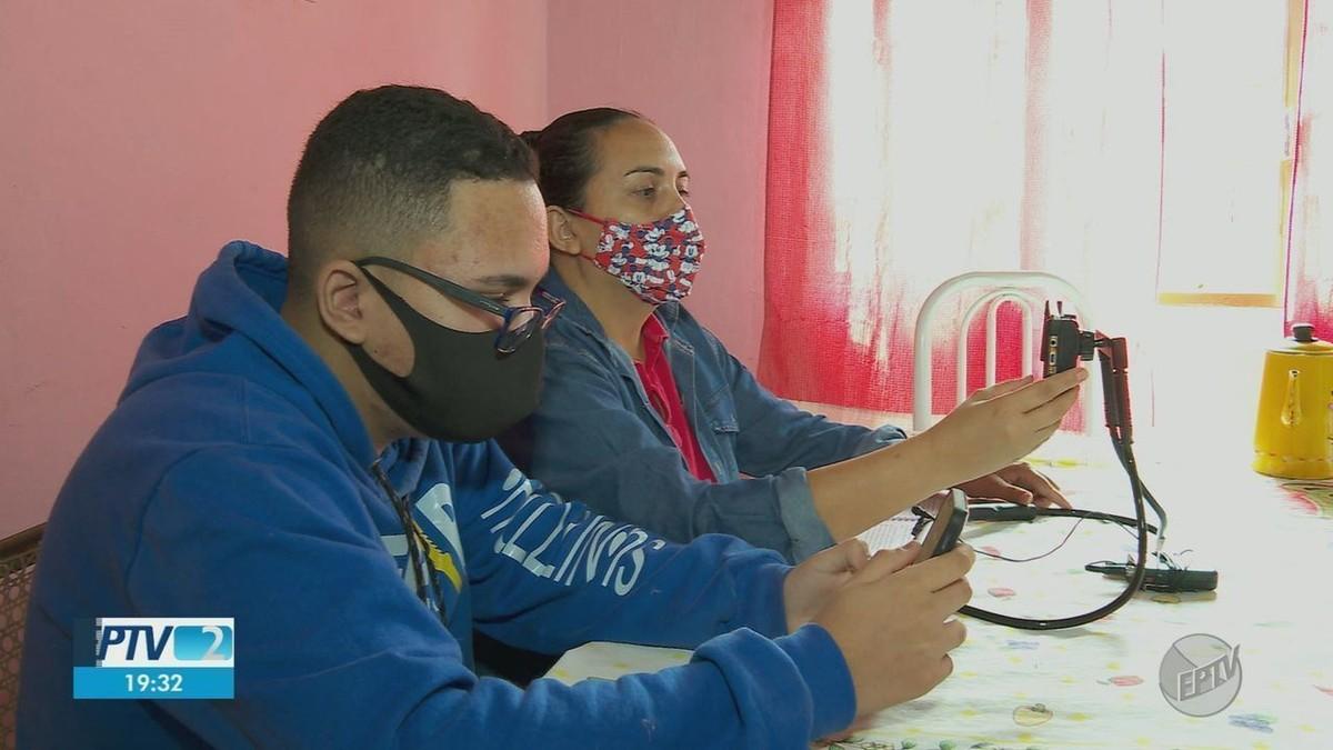 Estudante de 14 anos ensina professores a dar aula pela internet em Taquaral, SP