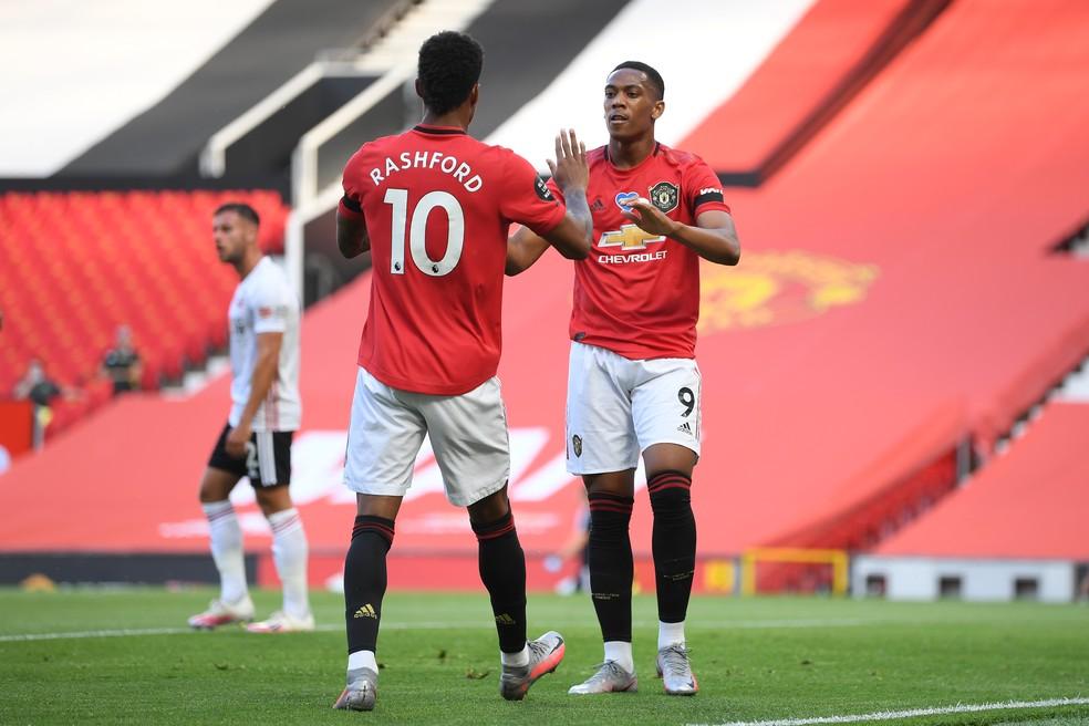 Martial celebra com Rashford o gol contra o Sheffield United — Foto: Michael Regan/Getty Images