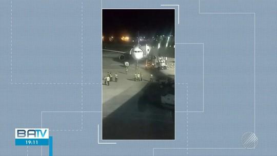 Voo da Avianca é interrompido e passageiros são retirados de avião