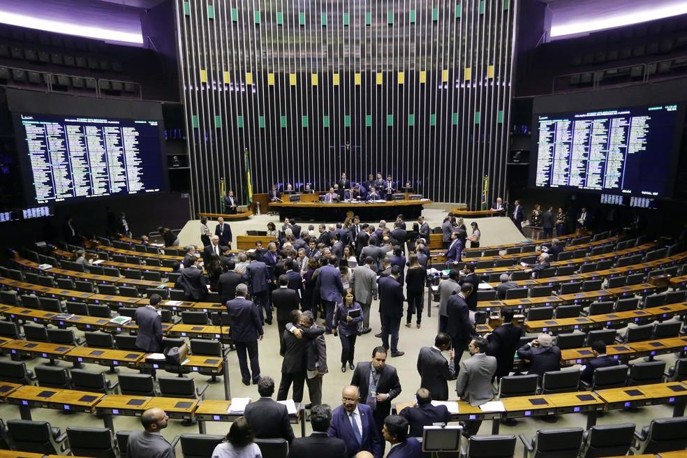 Deputados em plenário durante sessão na Câmara nesta quinta-feira (23) — Foto: Michel Jesus/ Câmara dos Deputados