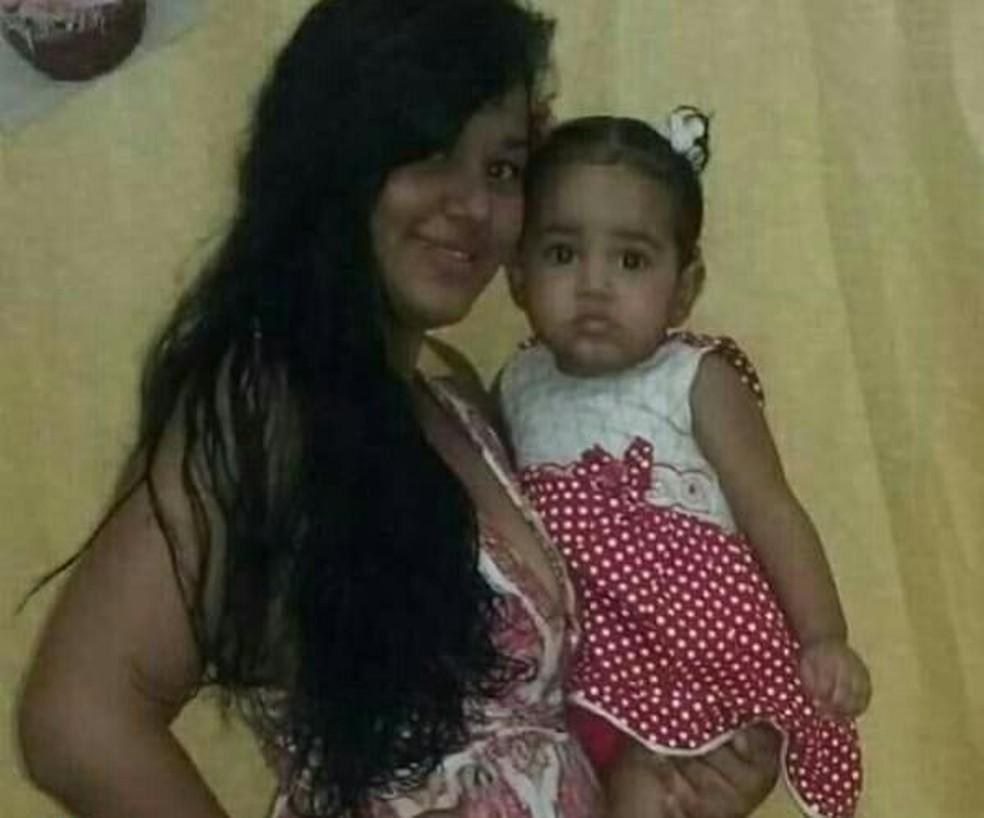 Mara Melo de Andrade, de 20 anos e a filha dela Nicole, de 1 ano, foram encontradas mortas dentro de casa (Foto: Arquivo da família)