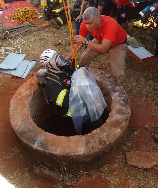 Ossada estava dentro de um poço, na zona rural de Euclides da Cunha Paulista (Foto: Polícia Civil/Cedida)