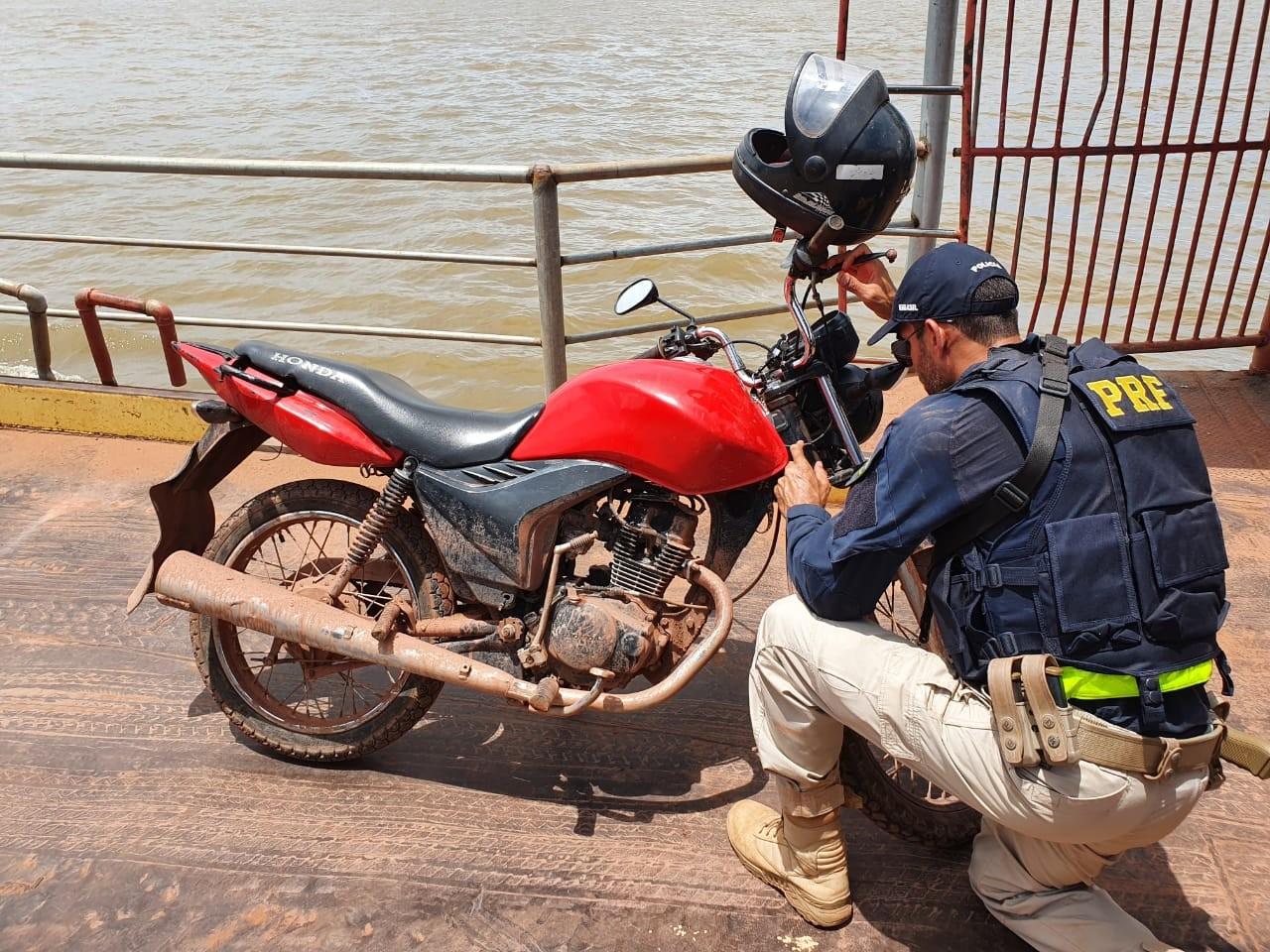 PRF apreende na BR-230 motocicleta com registro de roubo do município de Santarém