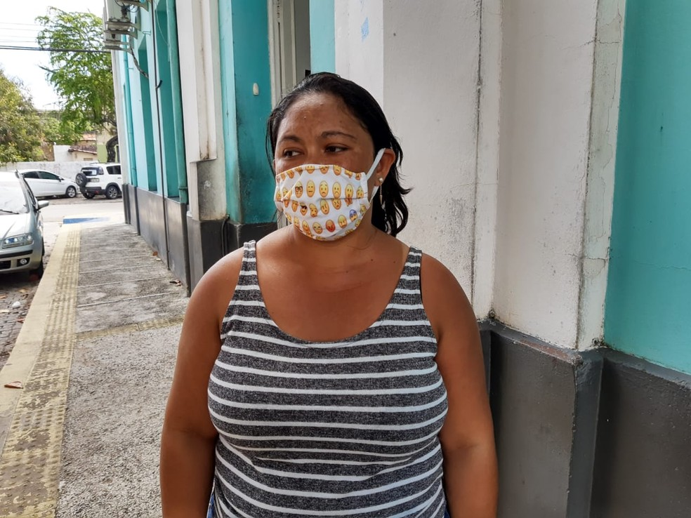 Priscila Souza lamenta que filho Giovanne Gabriel tenha sido morto por ter sido confundido com assaltante — Foto: Lucas Cortez/Inter TV Cabugi