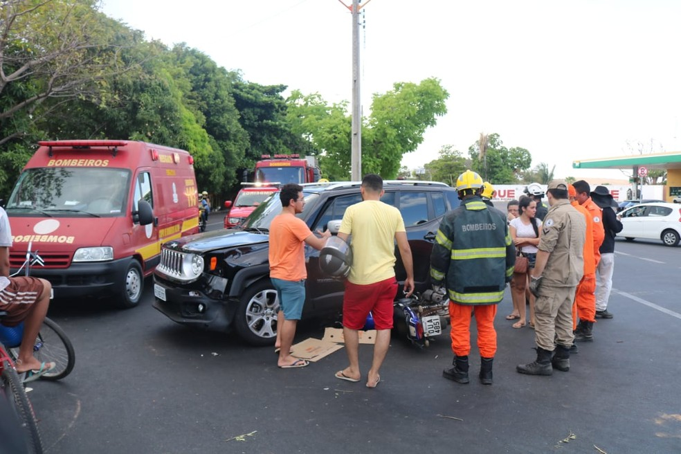 Corpo de Bombeiros foi acionado para resgatar motociclista â?? Foto: Lucas Marreiros/G1 PI