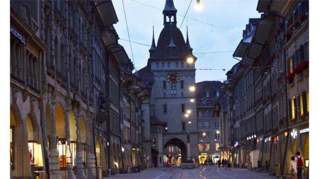 Taxa de desemprego na população jovem da Suíça é de 4% e evasão escolar é baixa (Foto: GETTY IMAGES/via BBC News Brasil)