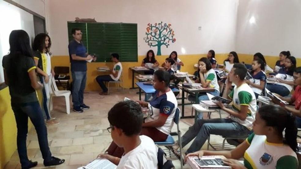 Projeto inclui palestras para ajudar os estudantes a pensar em um projeto de vida — Foto: Divulgação/BBC News