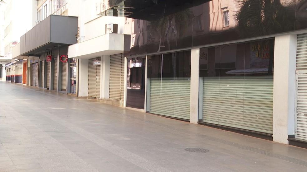 Comércio fechado em Ribeirão Preto, SP — Foto: Reprodução/EPTV