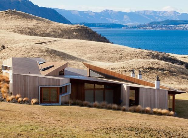 A casa Te Kahu não abre mão do luxo e oferece pleno contato com a natureza (Foto: Welcome Beyond/ Reprodução)