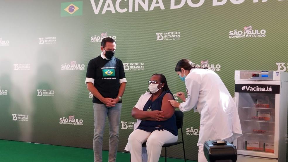 Primeira dose da CoronaVac é aplicada em SP — Foto: Rodrigo Rodrigues/G1