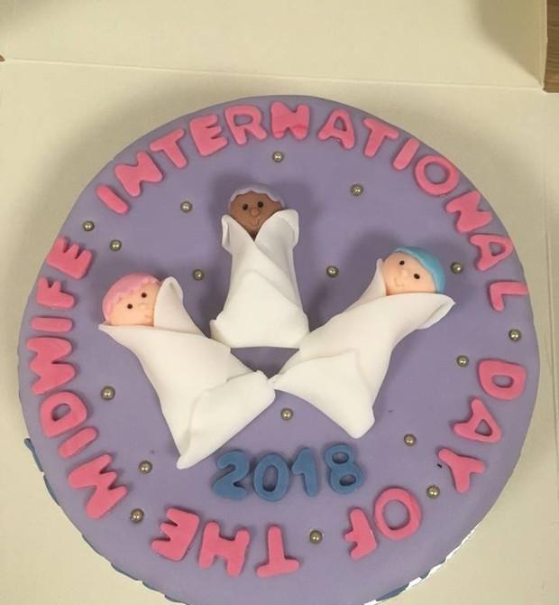 O bolo confeitado por Ellen Richardson, da Princess Royal Maternity (Foto: Reprodução/Facebook)