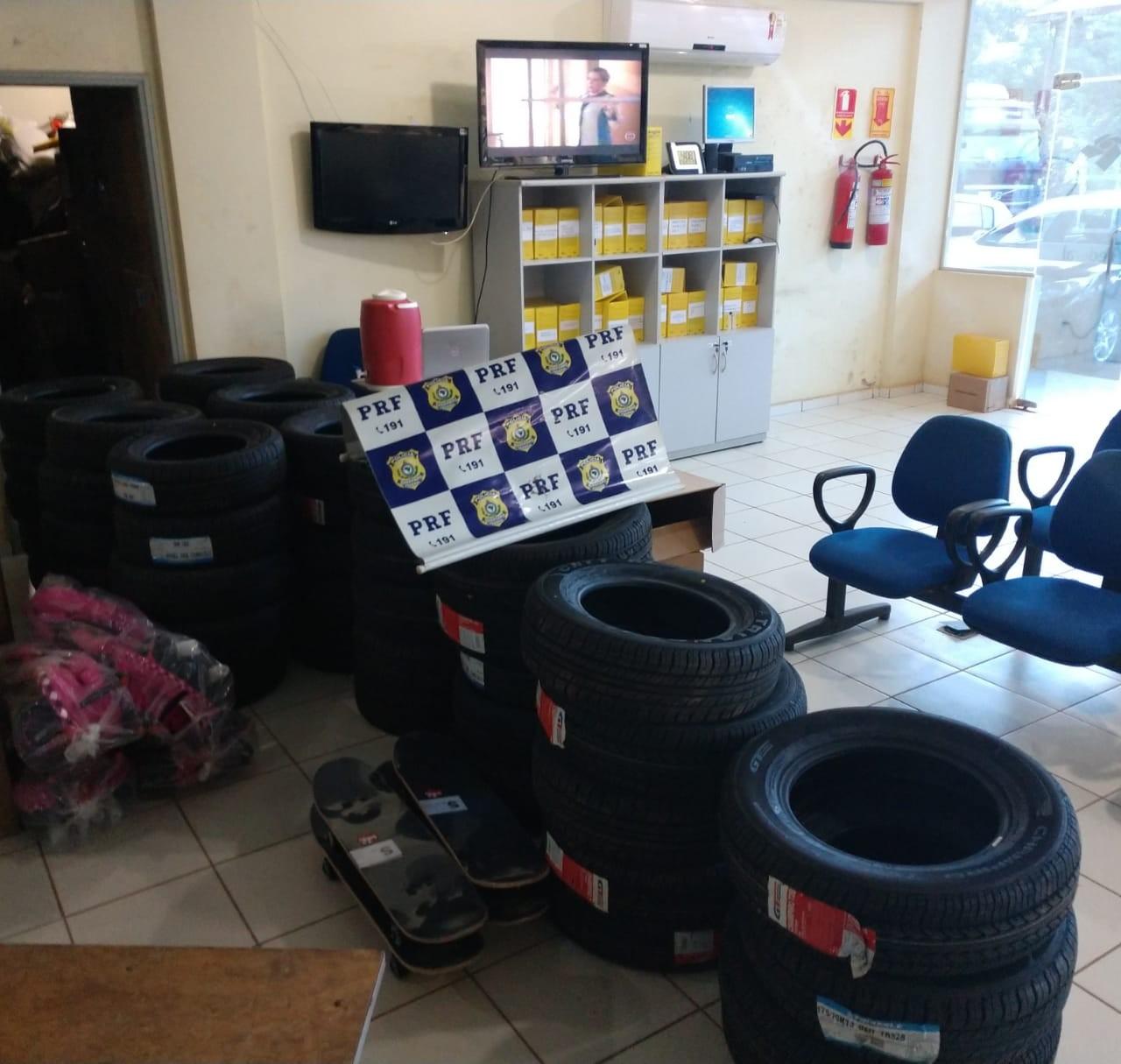 Mais de 40 pneus são apreendidos em posto de fiscalização na rodovia do AC