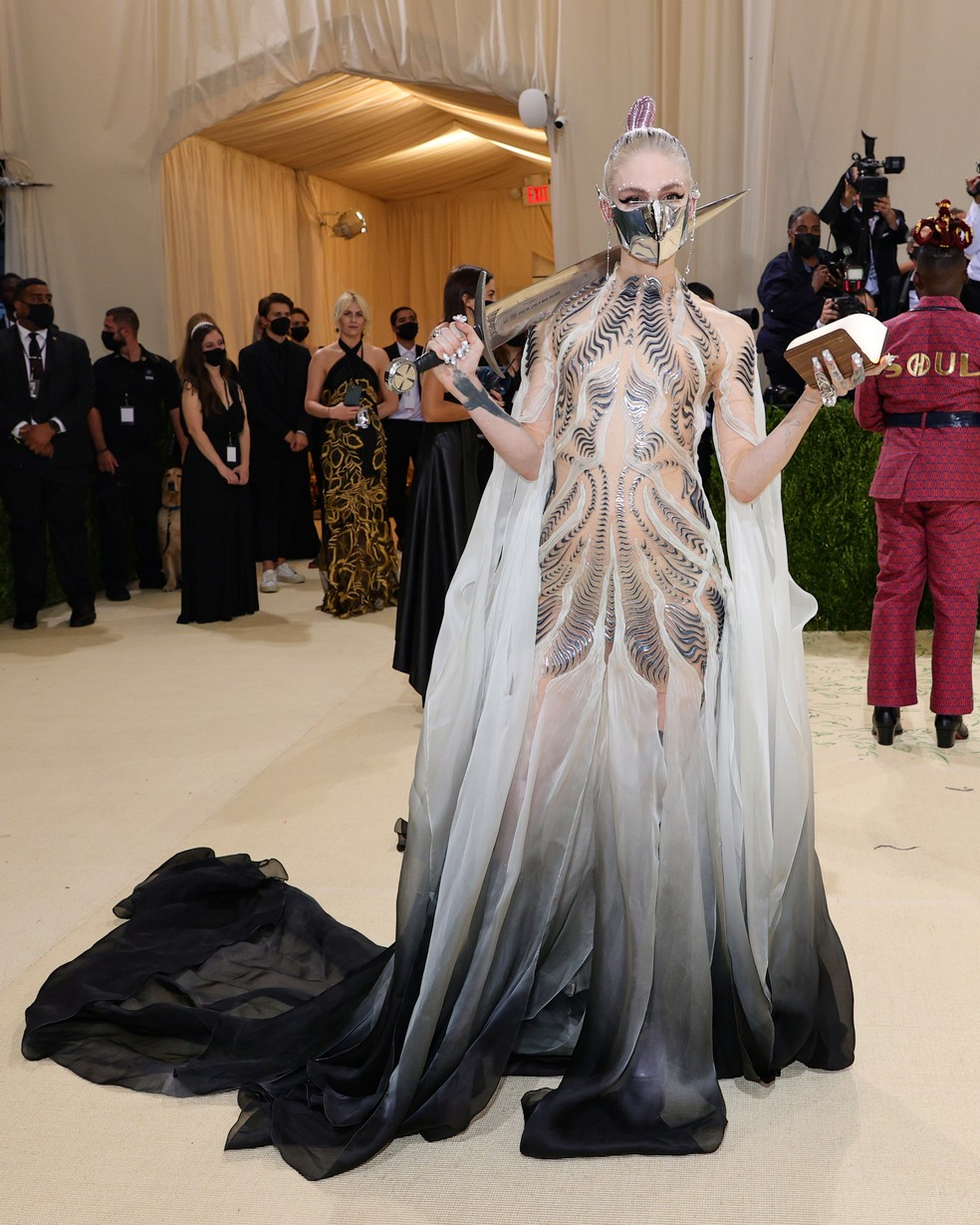 Grimes no Met Gala 2021, em NY — Foto: Theo Wargo/Getty Images
