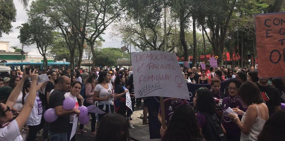 SP - São José dos Campos: Mulheres fazem protesto contra Bolsonaro neste sábado (29) — Foto: G1