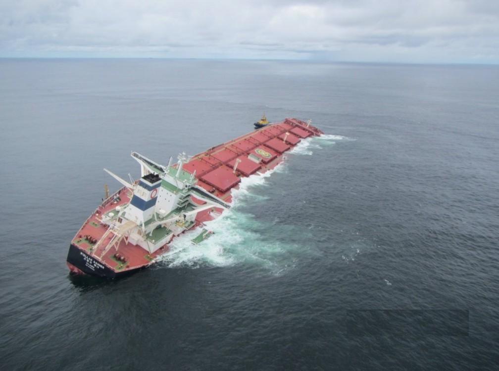 Navio Stellar Banner está encalhado há mais de duas semanas na costa do Maranhão — Foto: Divulgação/Marinha do Brasil