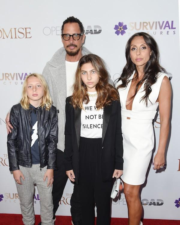 O músico Chris Cornell com a esposa e dois de seus três filhos (Foto: Getty Images)