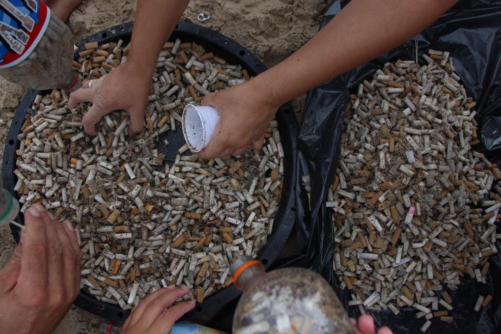 Durante o mutirão, foram recolhidas 8.919 bitucas de cigarro em Itanhaém, SP (Foto: Divulgação/Prefeitura de Itanhaém)